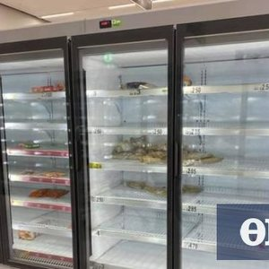 Shortly before the lockdown, Britain: Warning of 50,000 cases a day - Citizens empty the shelves of supermarkets