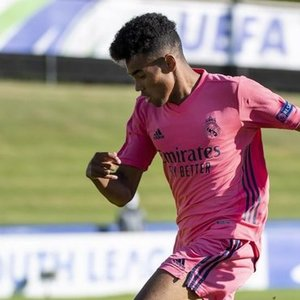 Real Madley sets new record, appointed four 2000-year-old players against Sociedad (SPORT.es)-Yahoo! News