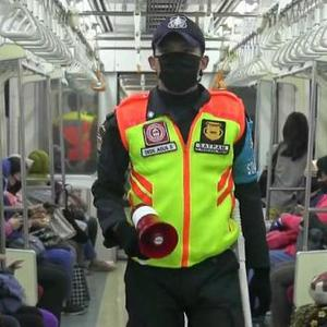 Starting today, KRL passengers are required to wear a health mask, not a scuba or buff