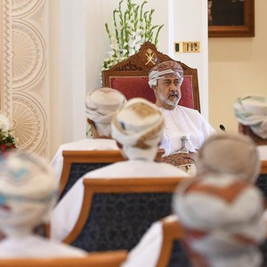 Oman to Send Tourists to Jail for Wearing Clothes That Keep Shoulders, Knees Uncovered