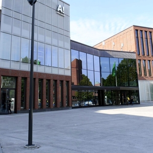 Architecture Aalto University's new building Väre is a Finlandia candidate, but students find the facilities completely unsuitable for studying art: According to students, deficiencies even affect mental health