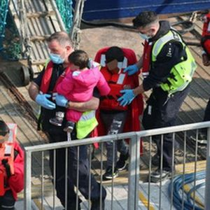 Channel migrant crossings resume after days of high winds