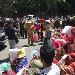 Hundreds of Cambodian Villagers Displaced by Land Grabs Protest in Phnom Penh - The Cambodia Daily