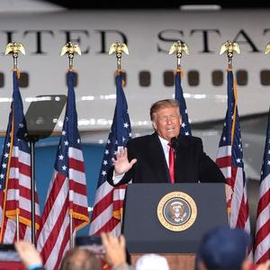 Watch Trump nonsensically brag about all the TVs on his jet for 15 seconds straight