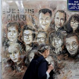 French media rally behind Charlie Hebdo after new threats