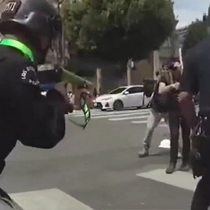 Los Angeles Police Department fires at protesters from close range (video)