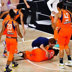 2020 WNBA playoffs: Sun's Alyssa Thomas leaves Game 2 vs. Aces in a sling after apparently injuring shoulder
