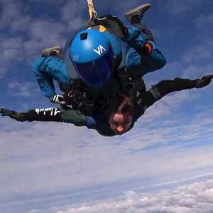 Skydiver pops the question to his girlfriend at 13,000 feet