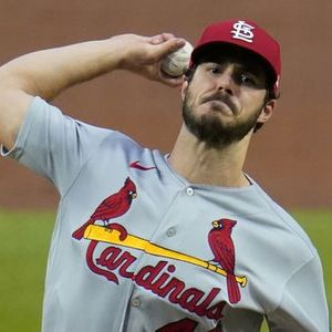 Cardinals activate Whitley, option Fernández, transfer Hudson to 45