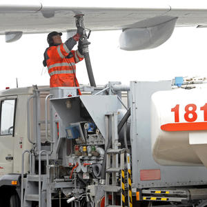 German ministry wants binding quota for CO2-free jet fuel: draft
