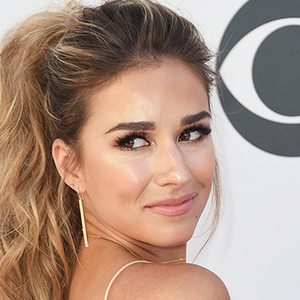 How To Make Jessie James Decker's Crab Bisque From New Cookbook 'Just Feed Me': Step By Step Recipe