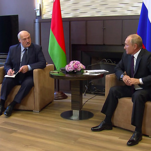 Putin backs Lukashenko with a billionaire loan and military support