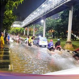 8 road points in Jakarta are flooded as of 21.00 WIB