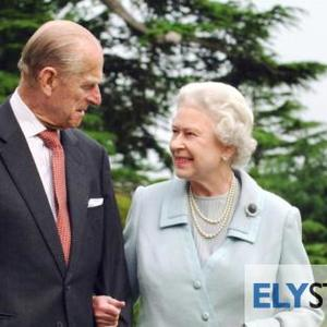 Queen and Prince Philip leave Balmoral to form 'bubble' at Sandringham