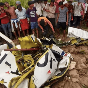 Aircraft crashed in Azamgarh in the middle of bad weather, one pilot killed, another missing