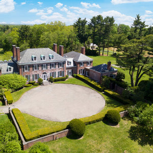 Long Island Mansion Goes on the Market