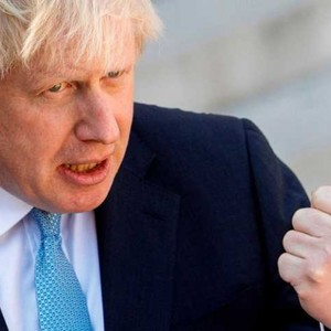Boris Johnson woos BBC critic Paul Dacre for Ofcom post