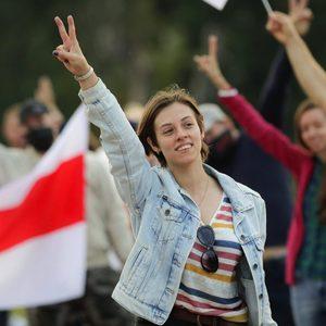 Belarus blocks news websites amid large protests