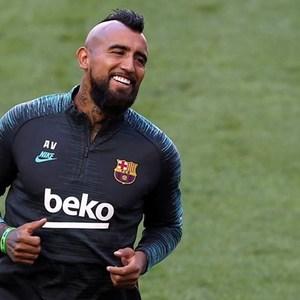 Inter sign midfielder Vidal from Barcelona for €1 million
