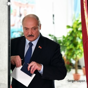 Lukashenko abruptly sworn in for new presidential term in Belarus